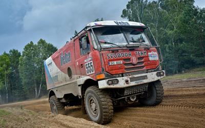 trucks_big_3persons